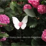 5b - wit en roze vlinder in de tuin - brendableijenberg - atelierhetglazennest