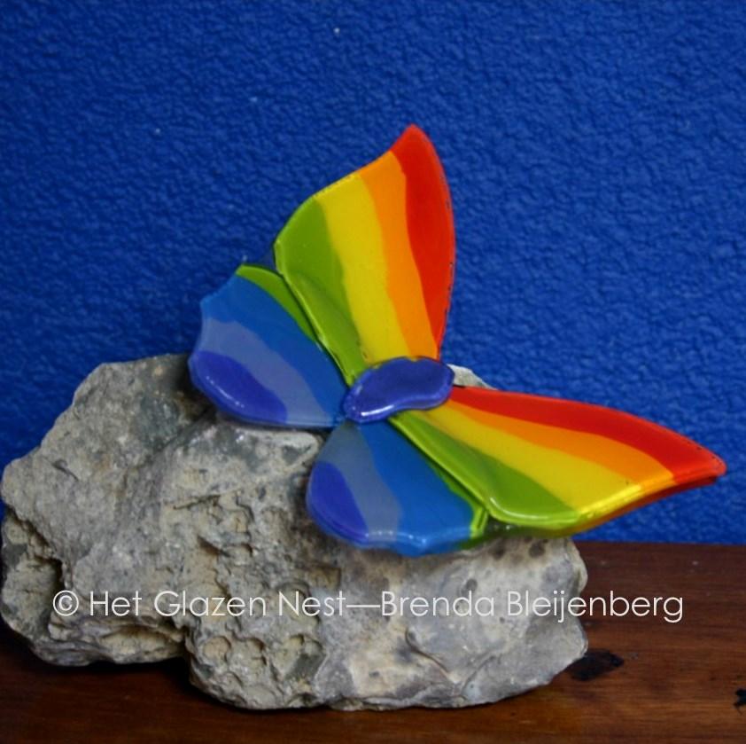 3a - glas vlinder in regenboog - brendableijenberg - atelierhetglazennest